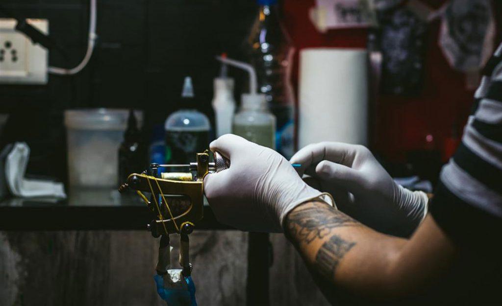Sterylizacja w salonie tatuażu